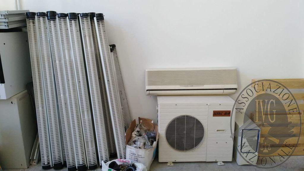 Plafoniere Neon Esterno : Motore esterno pompa di calore split interno n. 18
