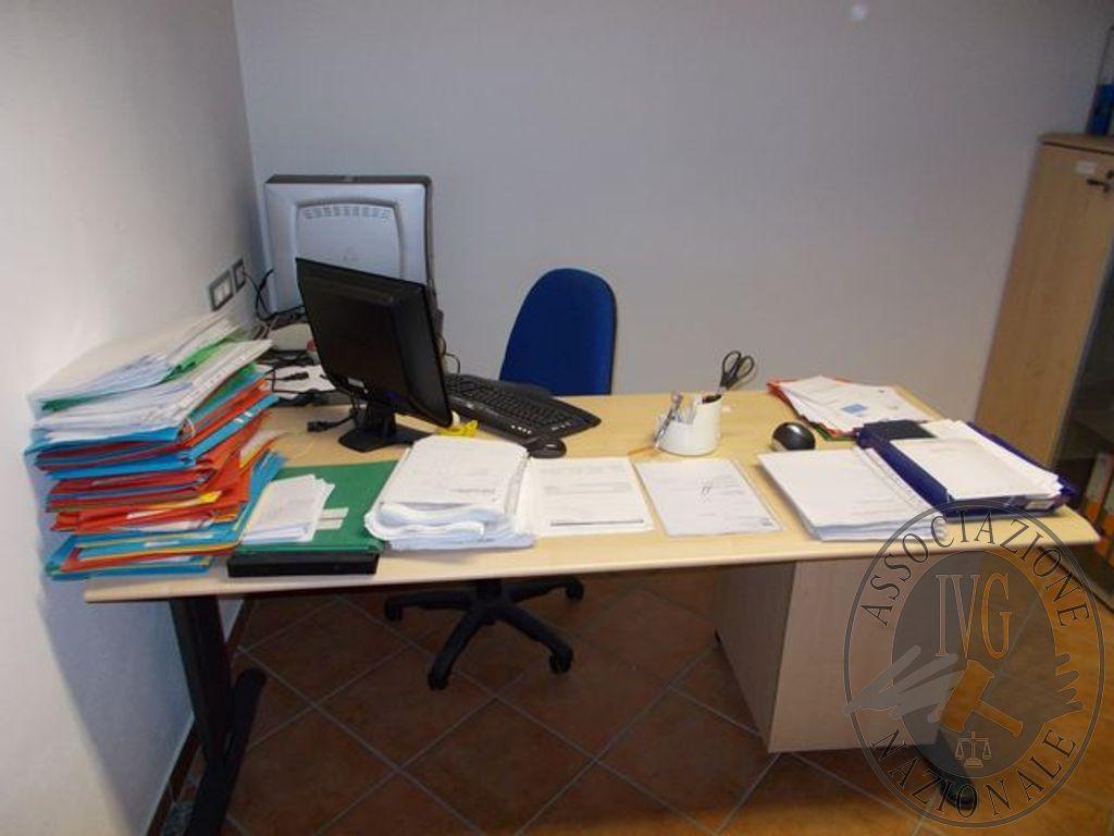 Sedie In Metallo E Plastica : Ufficio scrivania con prolunga sedie metallo e plastica