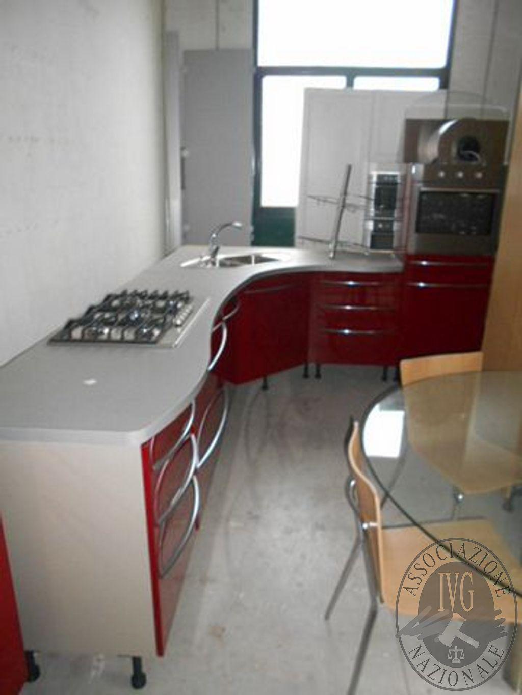 Cucina Componibile Angolare Di Colore Laccato Rosso Denominato