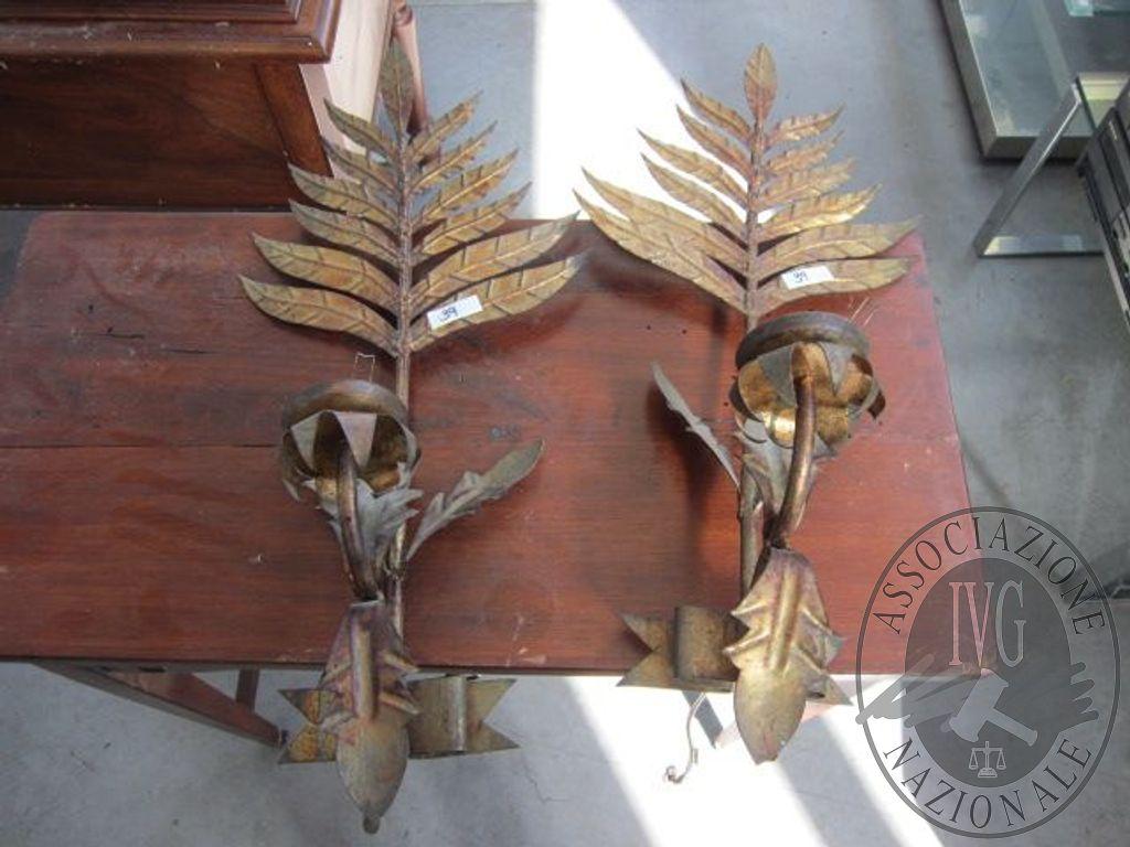 Lotto n.39 coppia di applique in ferro battuto bronzato