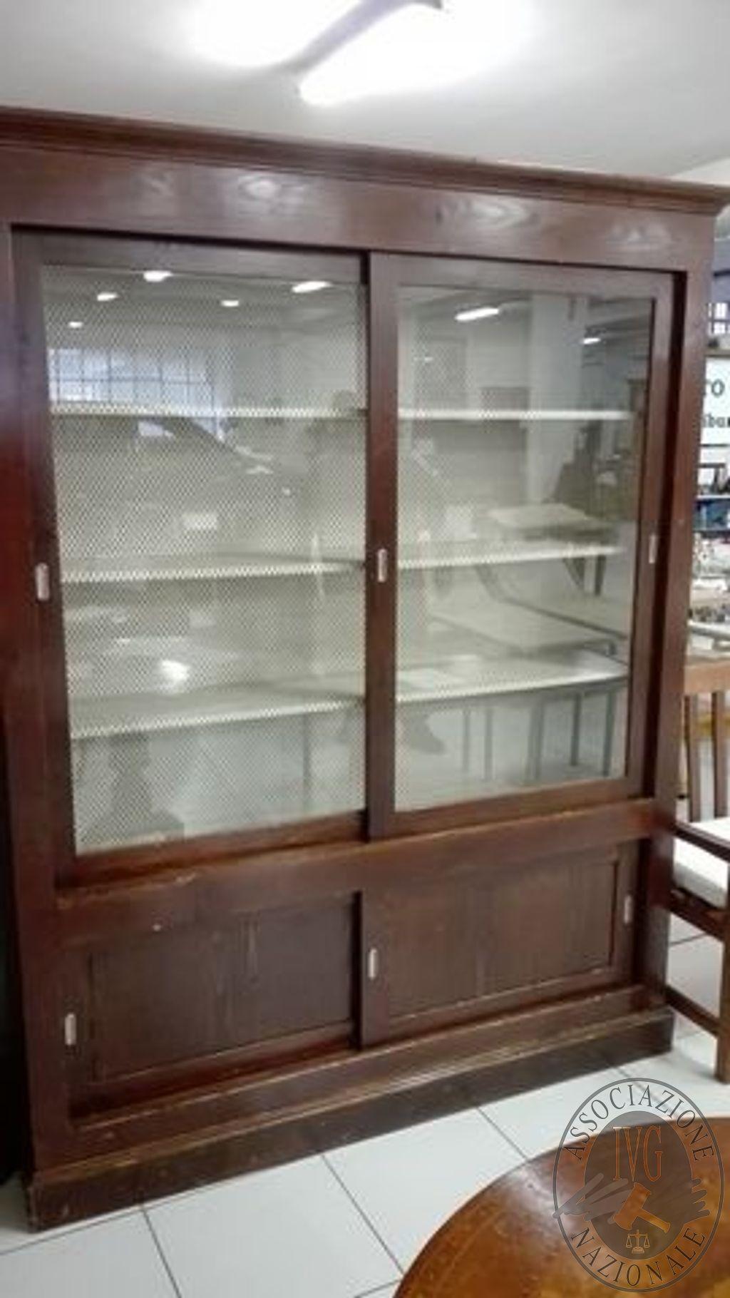 A01) Libreria con 2 ante scorrevoli in vetro e 2 ante in legno ...