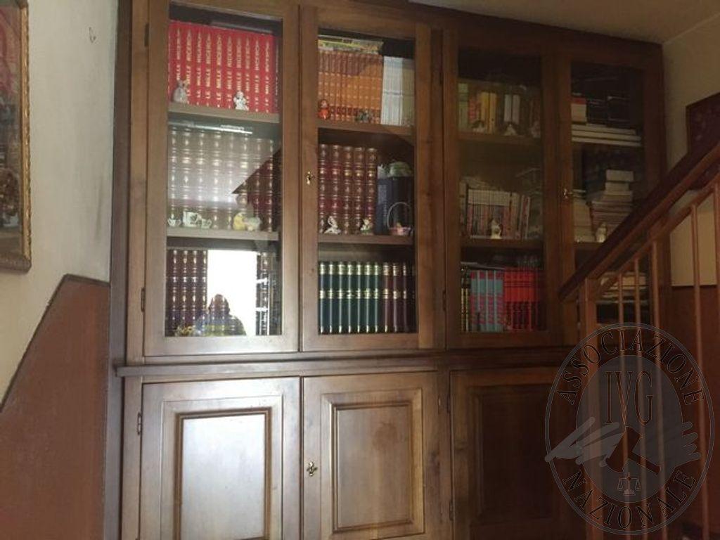 Credenza Con Alzata Due Ante : Credenza con alzata in legno otto ante di cui quattro vetro