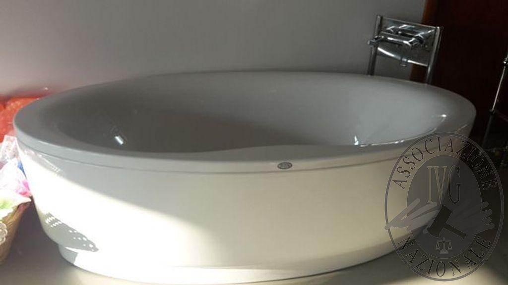 Gruppo Vasca Da Bagno Prezzi : Vasca da bagno marca punto acqua completa di pannelli esterni e
