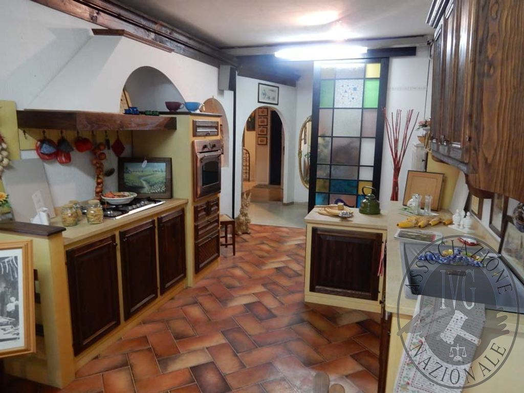 Rif. 34) Cucina in castagno VENDITA ONLINE