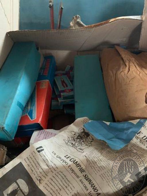 1 scatolone contenente: cassetta per attrezzi di colore blu nuova, 1 set di chiavi inglesi ad S marca ELOFORT nuovo, n. 2 set di cacciaviti con impugnatura gialla, 1 set di chiavi a bussola marca ELOFORT, n. 9 pinze di varie dimensioni, n. 2 martelli con