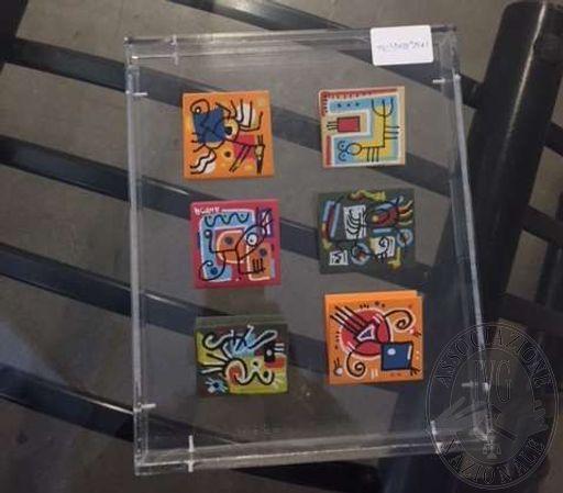 Lotto 9: Opera con sei cartoncini in plexiglass