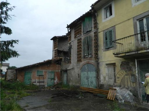 ES. 317/2015 CUSTODIA: CIVILE ABITAZIONE UBICATA NEL COMUNE DI LUCCA, FRAZ. ANTRACCOLI, LOC. AL CARRATORE, VIA PROVINCIALE ROMANA.