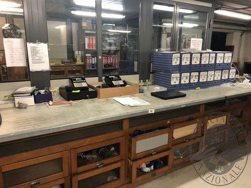 Lotto n.39 Tavolo ripiano magazzino (spedizioni)