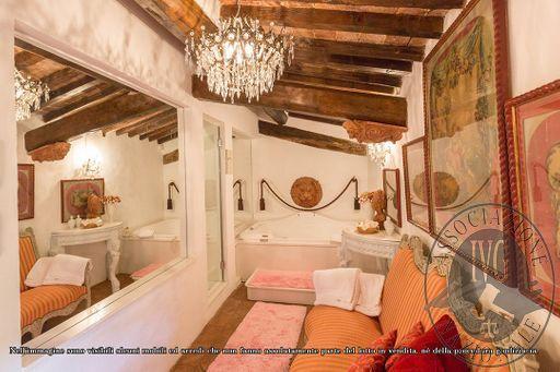 Suite_Maria_Gabriella_di_Savoia_-_papal_villa_-_5.jpg