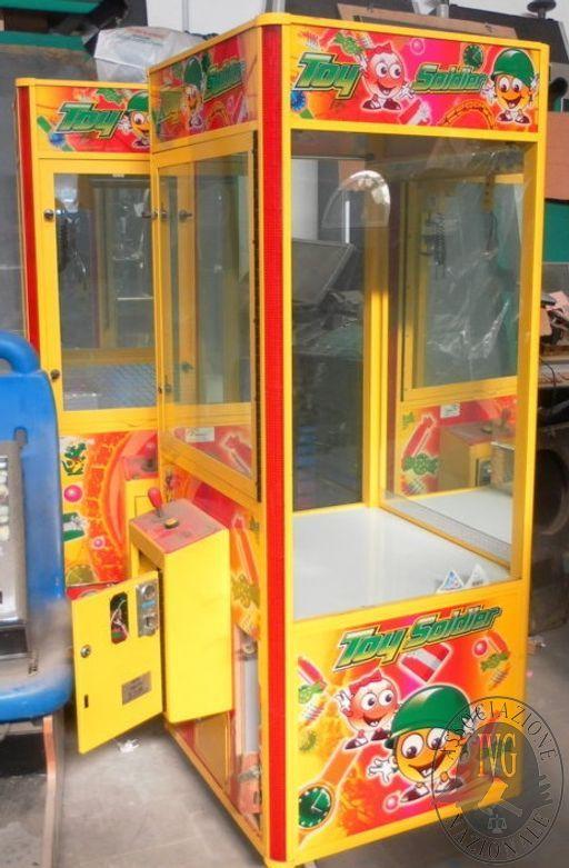 N. 8 MACCHINE PESCA CON GRU + N. 18 SLOT MACHINE, PRIVE DI DISCO (BENI IN CUSTODIA NON IN SEDE I.V.G.)