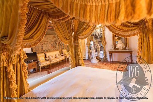 Suite_Maria_Gabriella_di_Savoia_-_papal_villa_-_4.jpg