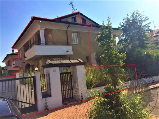 Lotto 15_ appartamento mq 171,00 con soffitta, cantina, autorimessa, loggia balcone e giardino, sito in Via Bazzzani, Borgo Virgilio (MN).
