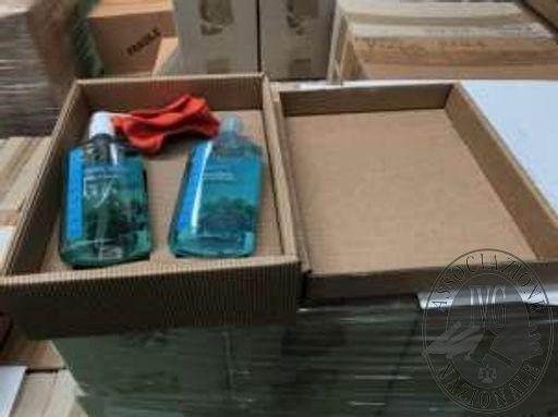n.2000 confezioni regalo contenenti ciascuna un flacone di shampoo e 1 di sapone liquido. (n.11 bancali).