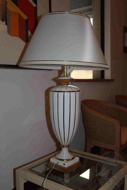 Rif 259 ZONA 5 QTA1 Lampada in ceramica bianca e dorata con paralume