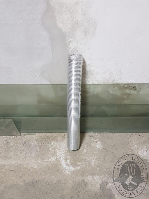 Lotto 10: N. 3 Tubi flessibili (Le fotografie sono indicative. Si consiglia di visionare i beni prima della partecipazione alla gara)