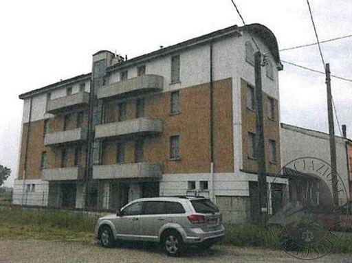 Complesso residenziale da 6 appartamenti su 4 piani con autorimesse ed area cortiliva in Guastalla (RE)