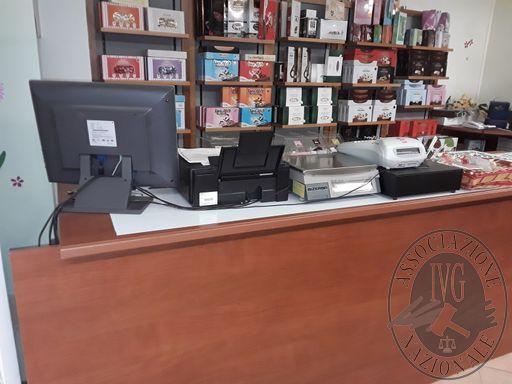 GARA: il giorno 05/03/2019 ore 9:00 in Montagnana (PD), via Carrarese 31 si procederà alla vendita dei beni mobili sotto descritti che verranno aggiudicati al maggior offerente sul prezzo base indicato 1) arredamento da negozio composto da bancone impalla
