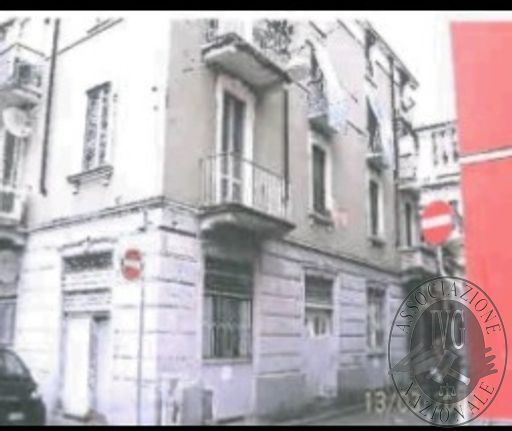 RGE 2087/11 - MILANO - Via Bassano del Grappa 1.