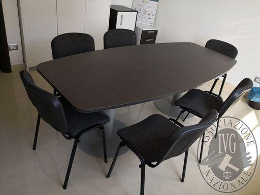 205_tavolo riunione con sei sedie.jpg