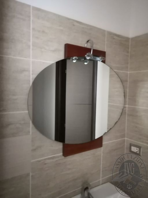 217-specchio a forma ovale.jpg