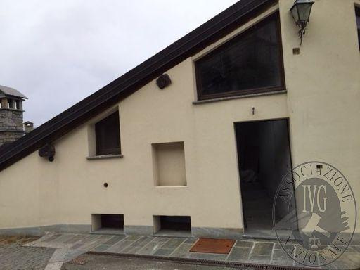 Appartamento con cantina e posto auto nel Comune di La Salle (Lotto V)