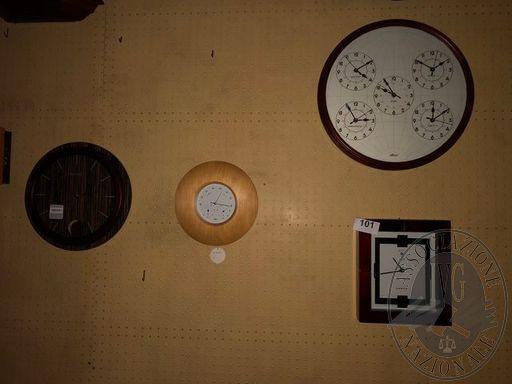 Lotto n.101 N.4 orologi a parete