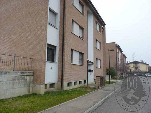Appartamento al primo piano con cantina ed autorimessa in Reggio Emilia (RE)