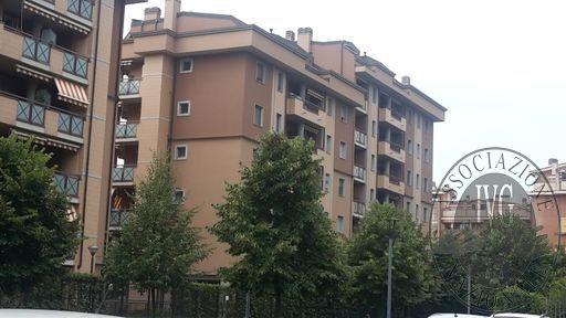 Fall. Stock Center snc R.G. 1007/2015 - Milano, Via Palanzone 12, quartiere Niguarda Appartamento: Fg.46, mapp.207, sub. 710, cat. A/3, cl.4, vani 6,5, R.C. € 872,81 Box: Fg.46, mapp. 207, sub. 858, piano S1, cat. C/6, cl.8, mq. 17, R.C. € 115,89  immobil