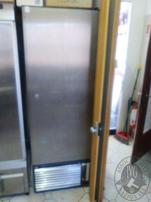 Frigorifero verticale 70x190