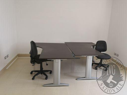214-due sedie da ufficio in stoffa con ruote.jpg
