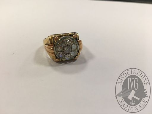 anello in oro giallo con diamanti taglio antico caratura 0,50