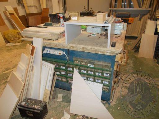 N.4 Scrivanie e 1 tavolo in legno con 7 sedie varie e 3 sgabelli  Televisore SAMSUNG CW 29 2306 V  Banco cassa  N.4 PC LENOVO completi di tastiere e monitor  Server IBM AS 400  Stampante HP serie CNNMKRO7772  Stampante EPSON  Fotocopiatrice BROTHER serie