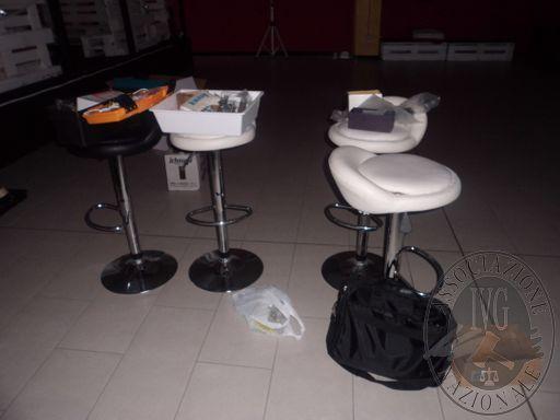 Varie sedie in poliuretano tavolini quadrati tavolinetti quadrati