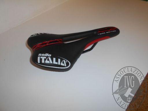 Sella marca SELLA ITALIA srl colore nera e rossa