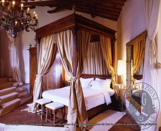 Pope_Suite_-_Bedroom.jpg