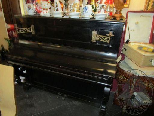 PIANOFORTE VERTICALE IN LEGNO MARCA KRIEGELSTEIN E PARIS