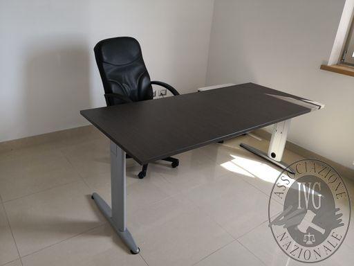 209-scrivania in legno marrone scuro - Copia.jpg