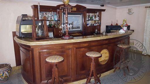 BANCONE BAR CON PIANO IN MARMO, MACCHINA DA CAFFE'