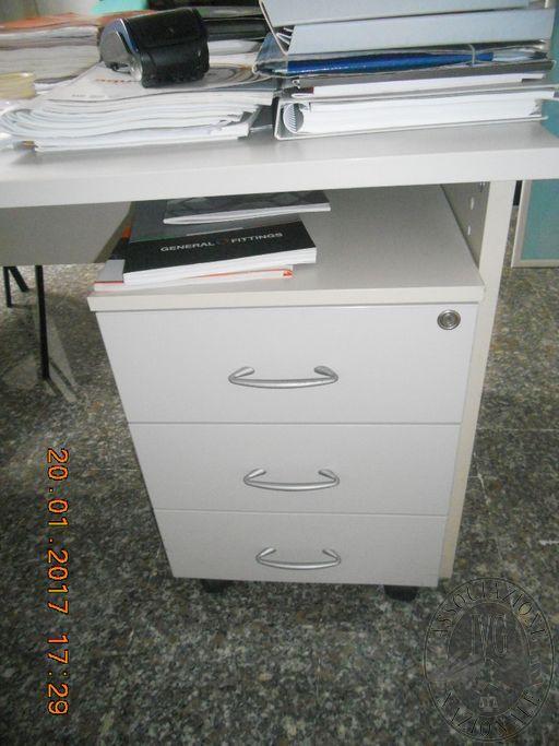 Lotto 14: Arredi e attrezzature ufficio. Le fotografie sono indicative. Si consiglia di visionare i beni prima della partecipazione alla gara