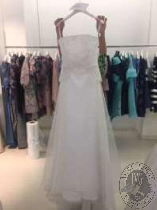 n. 71 abiti da sposa sartoriali di vario genere, stile, materiali e taglie meglio indicati al solo fine indicativo nell'elenco allegato