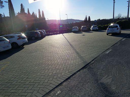 04 parcheggio..JPG